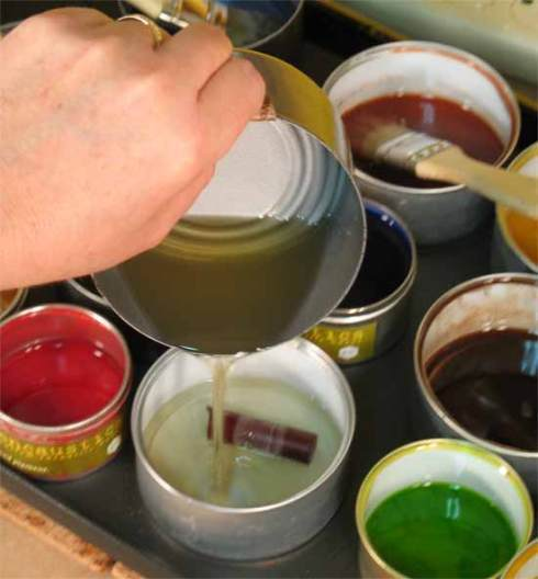 Mixing encaustic paint