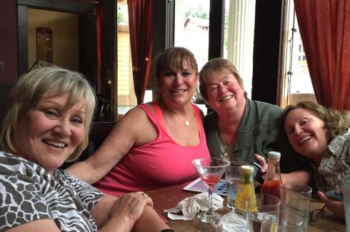 Dinner out with the girls: Linda, Margo, Tif and me